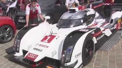 Audi präsentiert den neuen R18 im Stadtverkehr