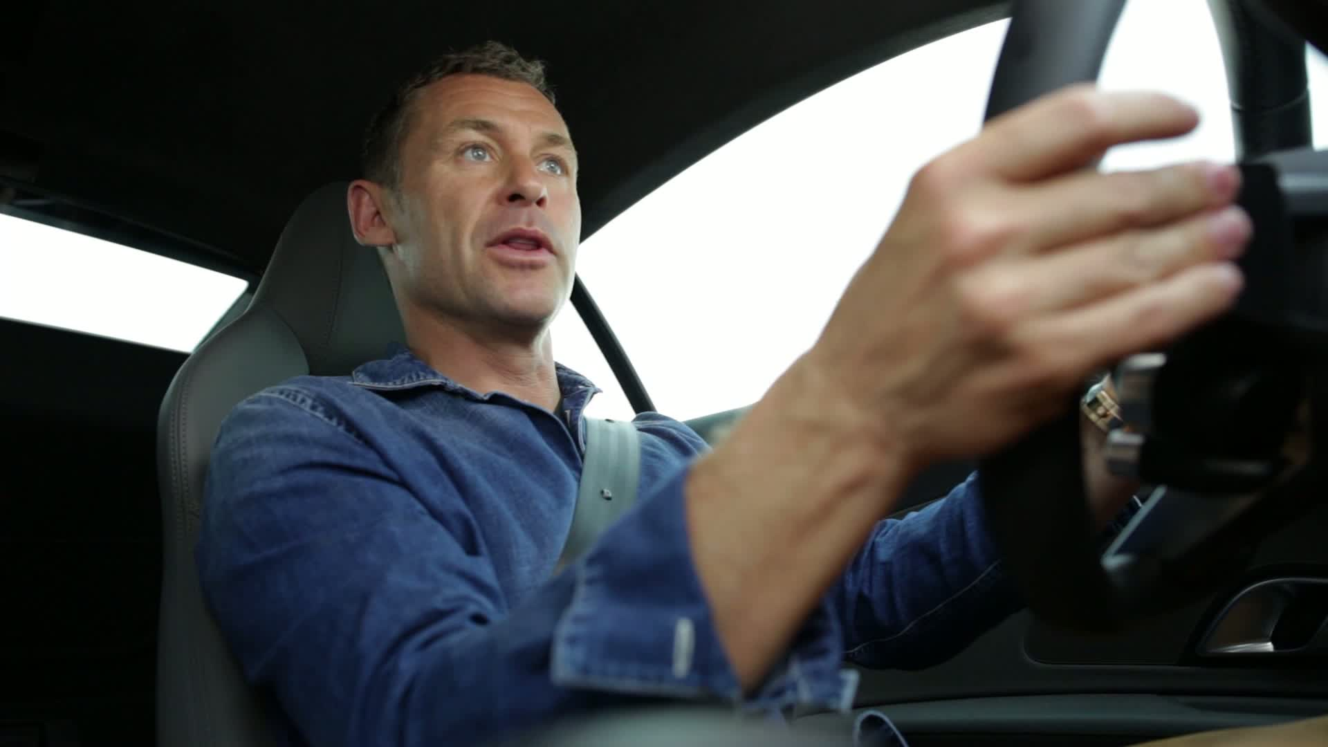 Tom Kristensen is driving the new Audi R8 - Extended Version