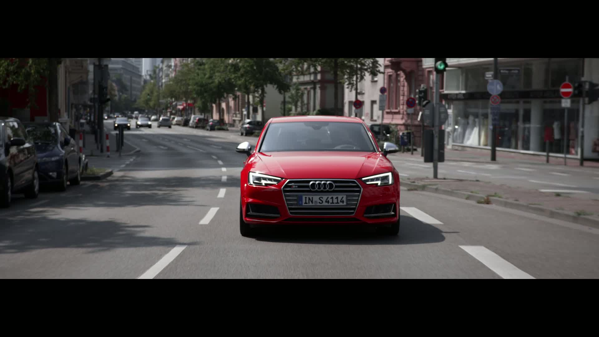 Audi S4 - Trailer