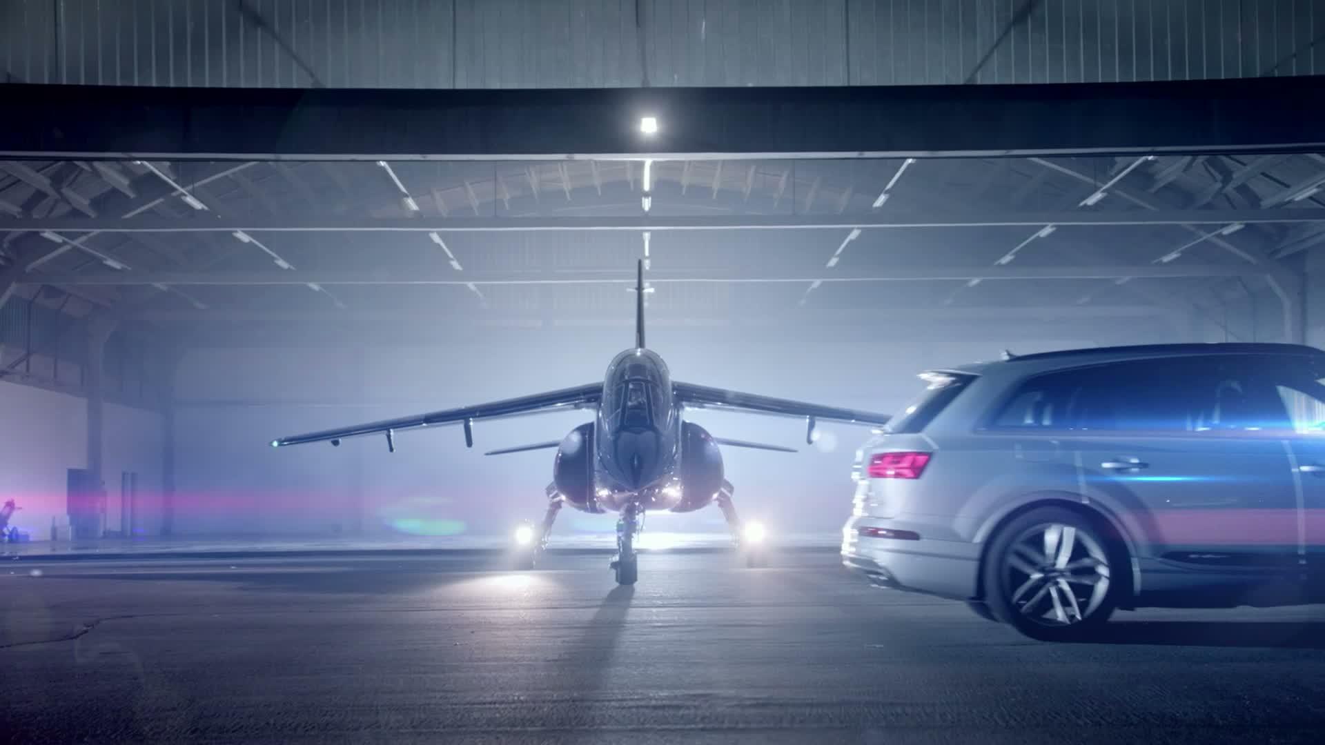 Der Audi SQ7 TDI im Duell gegen einen Alpha Jet