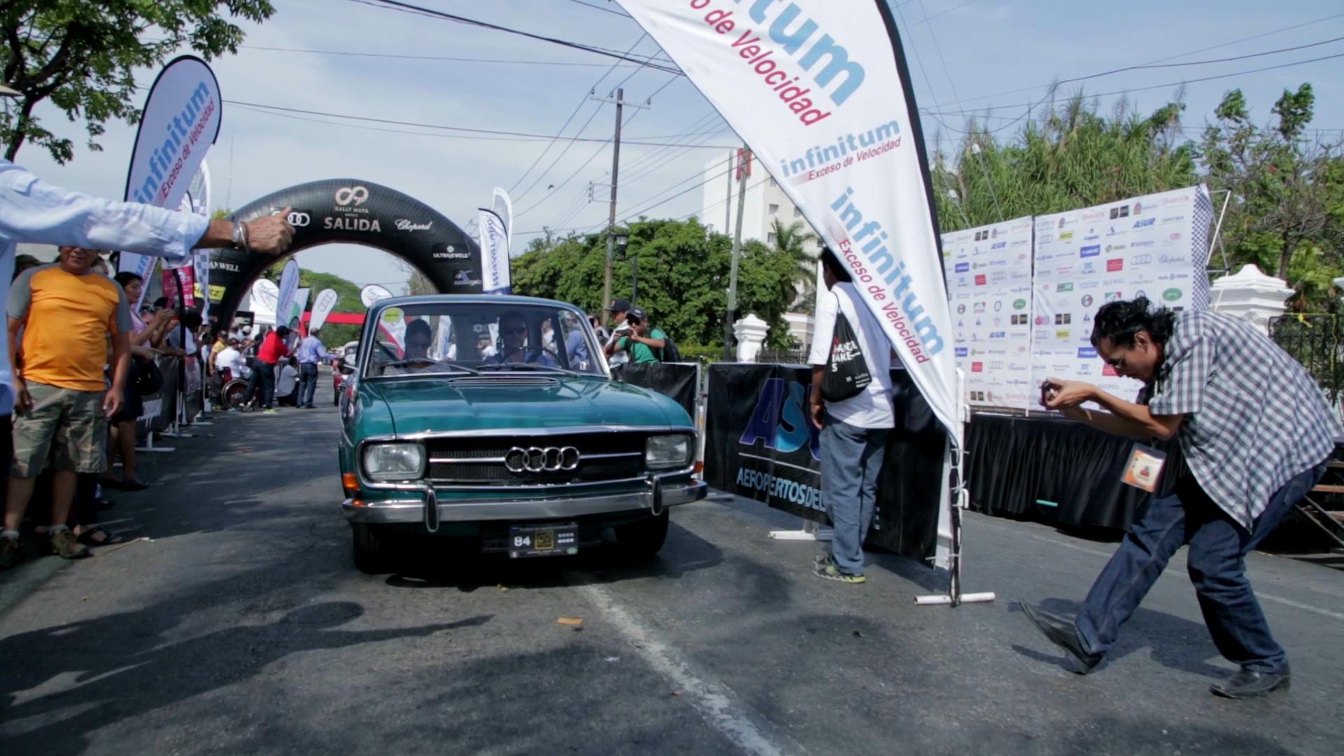Der Audi 60L unterwegs auf der Oldtimer-Tour Rally Maya