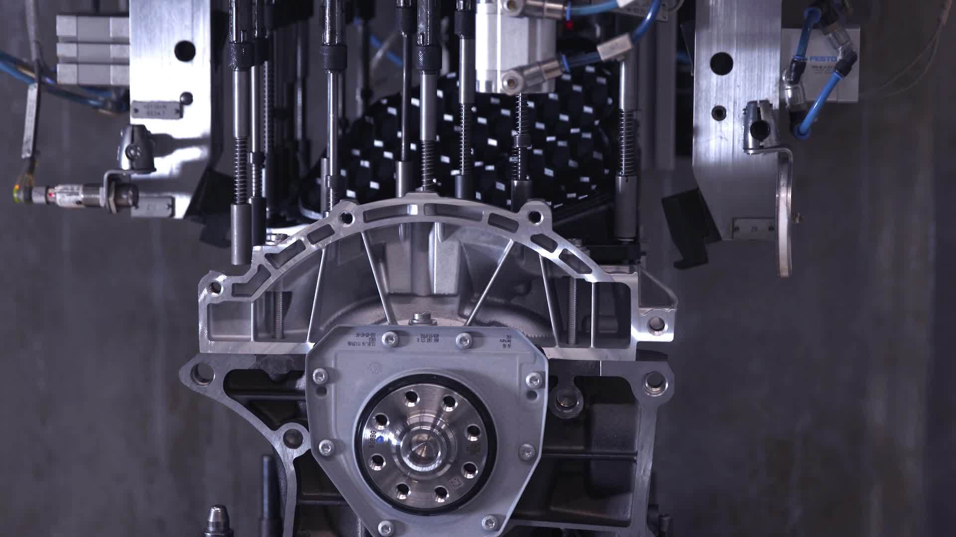 Audi Hungaria: Vierzylindermotor Produktion